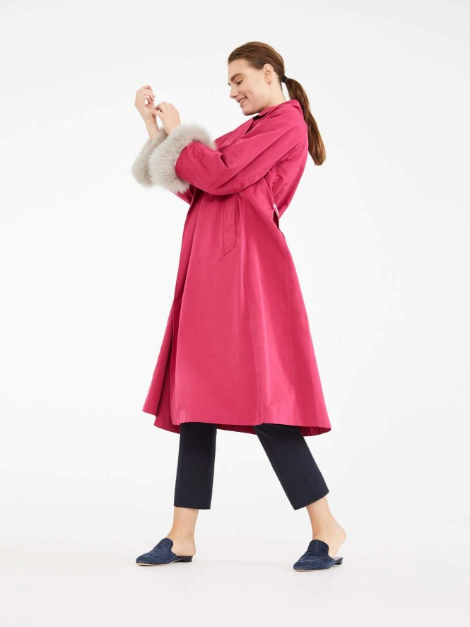 Max Mara pink kaput sa krznom na rukavima