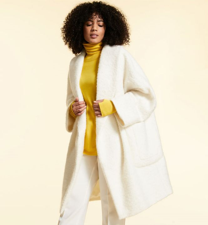 Marina Rinaldi beli kaput i žuta rolka
