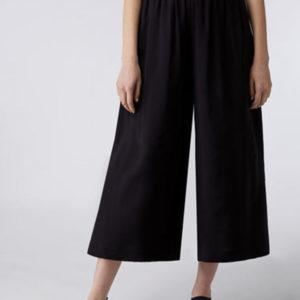 Max anc Co kratke crne pantalone