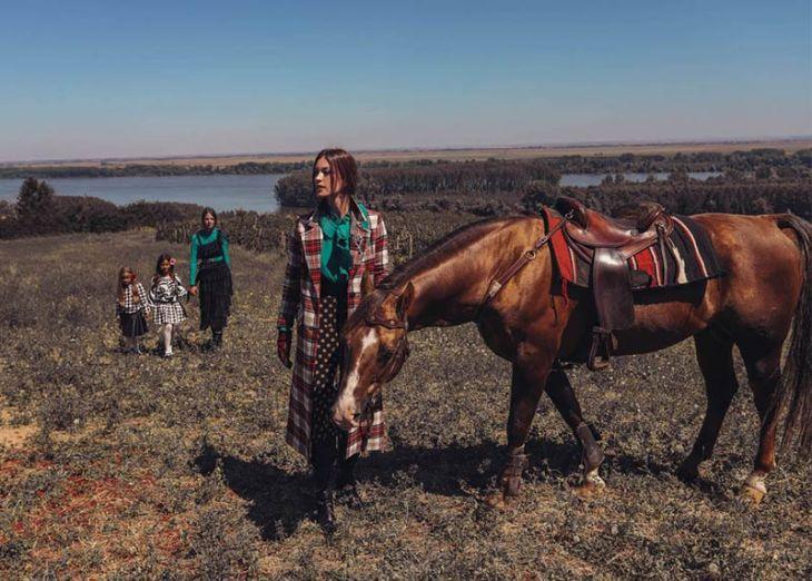 Miamaya kampanja u prirodi sa konjem